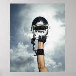 Jogador de futebol que guardara o capacete no ar impressão