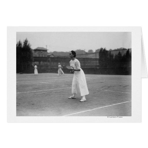 Jogador de ténis da mulher que obtem a fotografia cartões