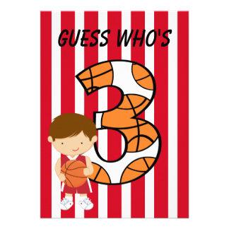 Jogador vermelho e branco do aniversário de 3 anos