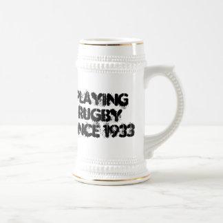 Jogando a caneca de cerveja do rugby desde 1933