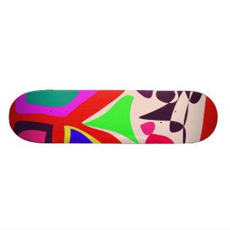 Jogando crianças skateboard