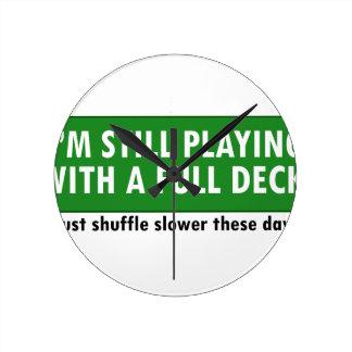 Jogo com uma plataforma de cartões completa relógios de pendurar