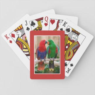 Jogo De Baralho Jogando a plataforma de cartões com um par de