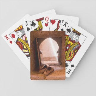 Jogo De Carta Calçados marroquinos na janela