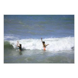 Jogo no impressão da foto das ondas
