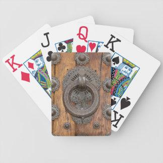 Jogos De Baralhos Aldrava do metal na porta de madeira velha