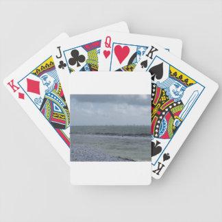Jogos De Baralhos Litoral da praia com os veleiros no horizonte