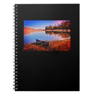 Jornal calmo do lago caderno