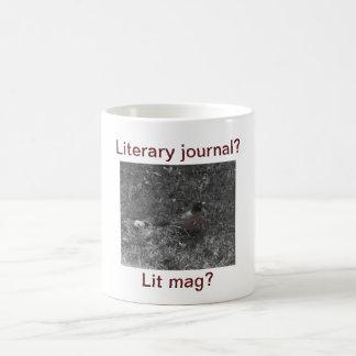 Jornal literário contra a caneca do mag do Lit