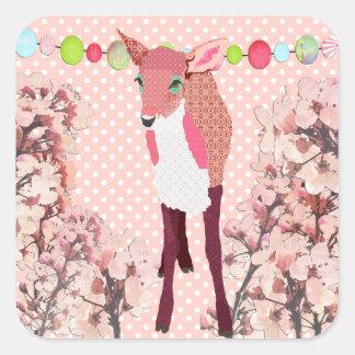 Jovem corça cor-de-rosa bonito da flor de adesivo quadrado