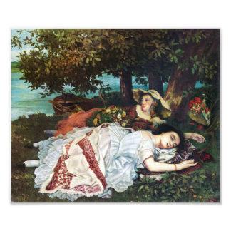 Jovens senhoras de Courbet nos bancos do Seine Impressão De Foto