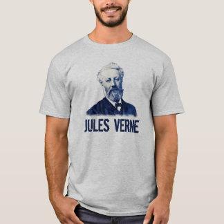 Jules Verne na camisa azul