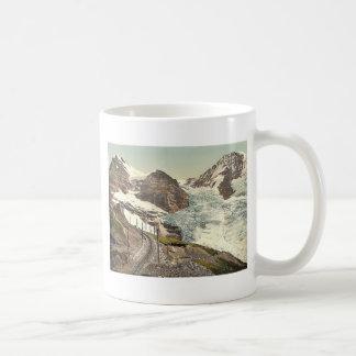 Jungfrau, estrada de ferro, Eiger e Monch, com Caneca De Café