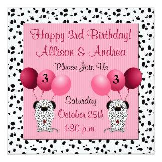 Junta o rosa do convite de festas do aniversário