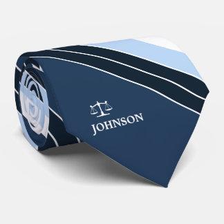Justiça do advogado de listras do branco dos azuis gravata