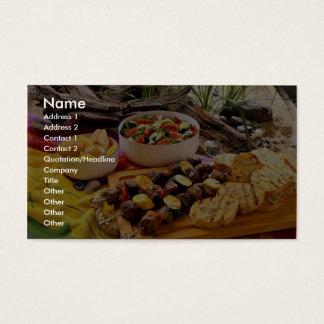 Kabob shish da carne deliciosa com saladas cartão de visitas