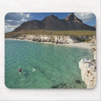 Kayaker do mar no Golfo da Califórnia em Isla Mousepad