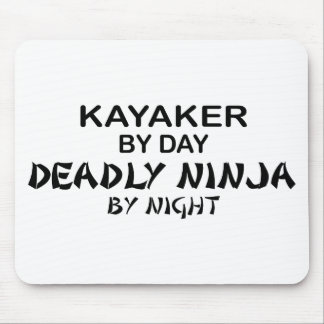 Kayaker Ninja mortal em a noite Mousepads