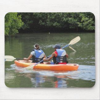 kayaking no lago mousepads