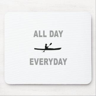 Kayaking o dia inteiro diário mouse pad
