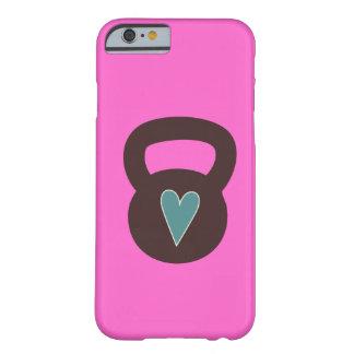 Kettlebell com um coração capa barely there para iPhone 6