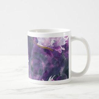 L é para a caneca da arte do alfabeto do Lilac