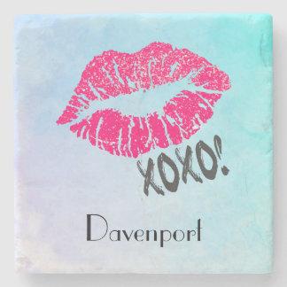 Lábios cor-de-rosa à moda de Kissy com xoxo! Porta Copos De Pedra