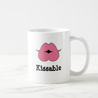 Lábios cor-de-rosa de Kissable na caneca