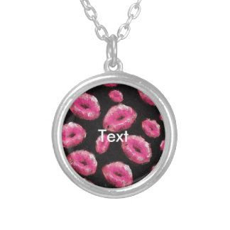 Lábios fluorescentes do abstrato do rosa colar com pendente redondo