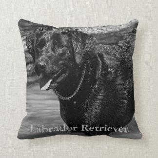 Labrador retriever na água travesseiros de decoração