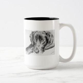 Labrador retriever preto do desenho da caneta e da canecas