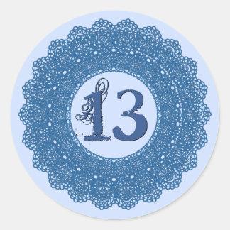 Laço azul V4 da etiqueta do aniversário do Adesivos Em Formato Redondos