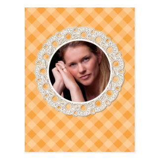 Laço e xadrez - flor na laranja cartão postal