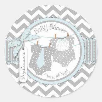 Laço, laço & chá de fraldas azuis dos gêmeos de adesivo redondo