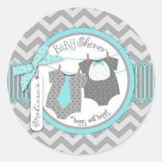 Laço, laço & chá de fraldas dos meninos do gêmeo adesivos em formato redondos