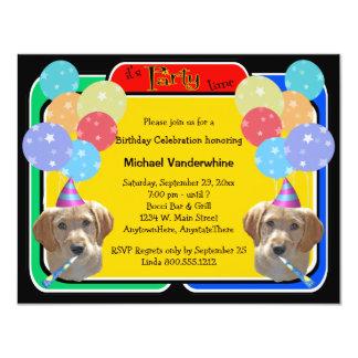 Ladrador do aniversário do filhote de cachorro de convites personalizado