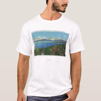 Lago e montanhas verdes camiseta