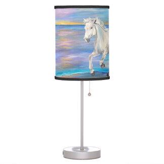 Lâmpada selvagem, bonita, e livre do cavalo