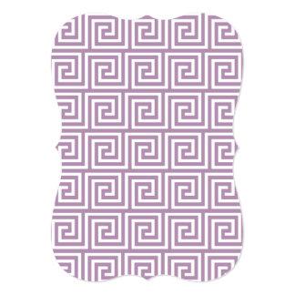 Lavanda bonita e teste padrão chave grego branco convite 12.7 x 17.78cm