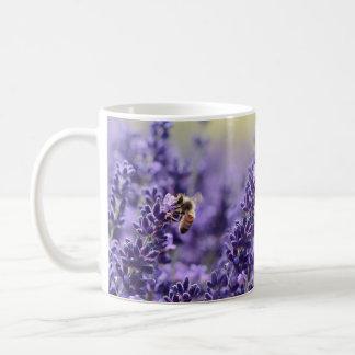 Lavanda e caneca das abelhas
