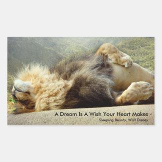 Leão do jardim zoológico que sonha de uma etiqueta adesivo retangular