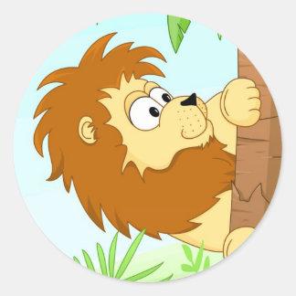 Leão escondendo adesivo