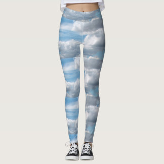 Legging Nuvens que Billowing no céu azul