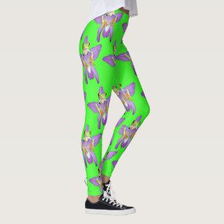 Legging Sapo verde que esconde atrás de uma orquídea,