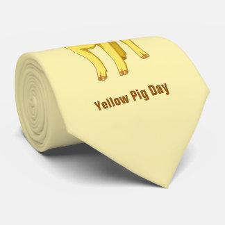 Leitão bonito porco dia do 17 de julho amarelo gravata