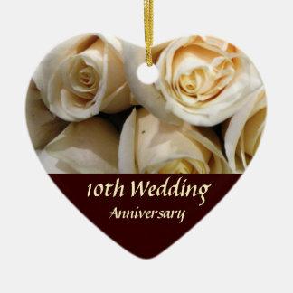 Lembrança cor-de-rosa do aniversário ornamento de cerâmica coração