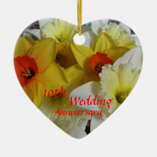 Lembrança do aniversário do Daffodil Ornamento De Cerâmica Coração