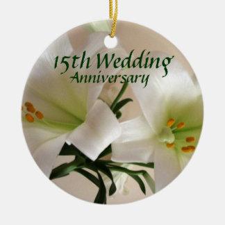 Lembrança do aniversário do lírio ornamento de cerâmica redondo