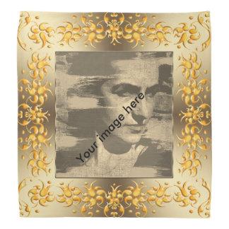Lenço Fram floral do ouro do damasco. image.text.