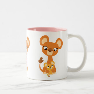 Leoa bonito da mãe dos desenhos animados com Cub Caneca De Café Em Dois Tons